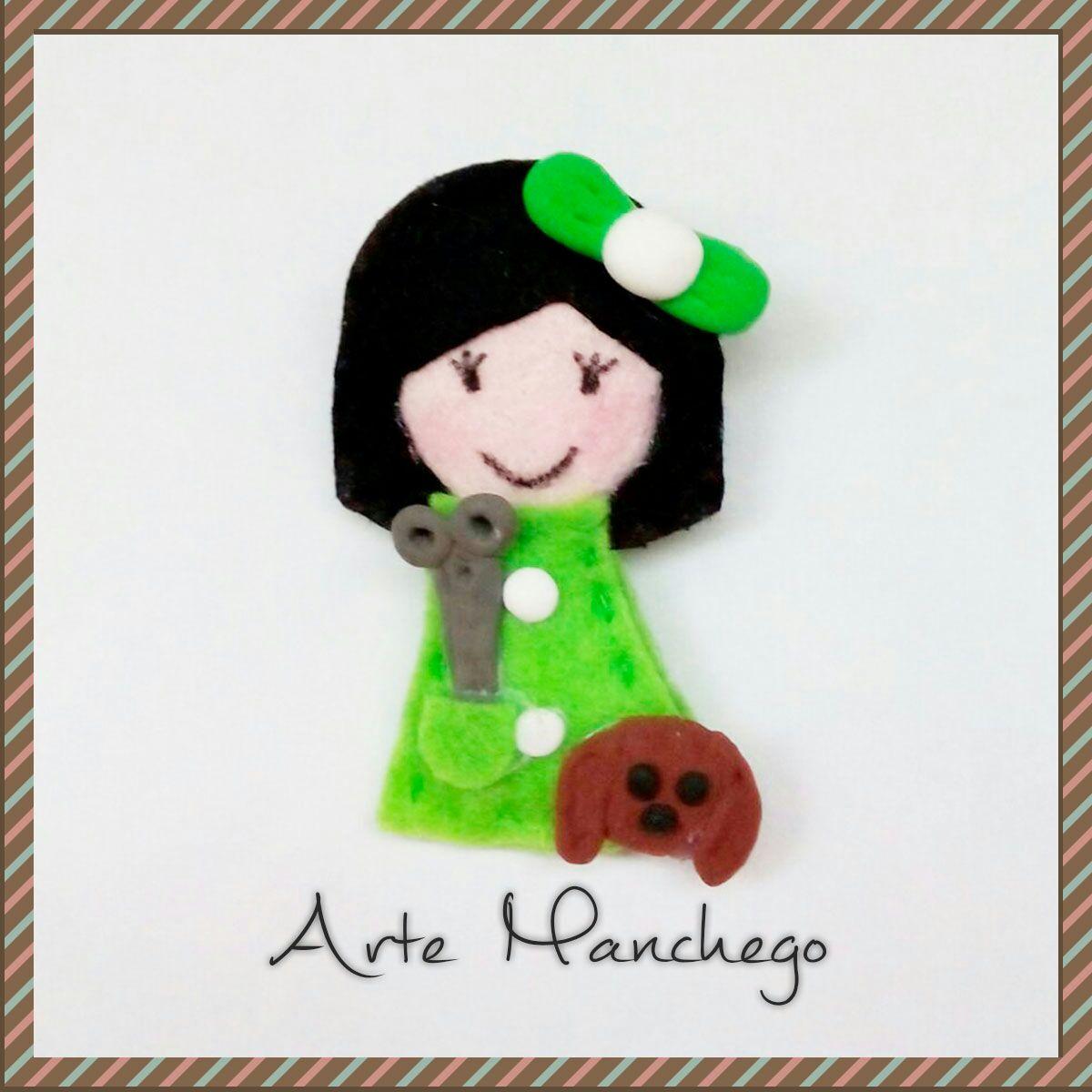 Broche de peluquera canina verde